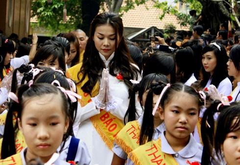 Những bức ảnh 'dìm hàng' chiều cao thú vị của mỹ nhân Việt ảnh 7