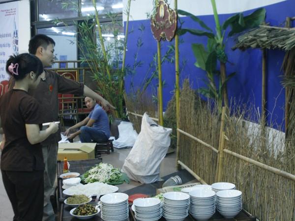 Các món ăn truyền thống được giới thiệu bên lề hội nghị