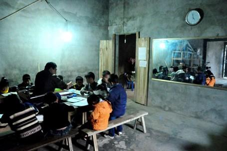 Thường thì lịch học vào buổi trưa khoảng 11h đến 12h, buổi chiều 4h30 đến 6h30, có khi học đến 9h tối
