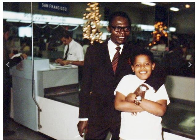 Cậu bé Barack Obama chụp ảnh cùng bố tại sân bay San Francisco. Bố ông là người Kenya và đã mất vào năm 1982 trong một vụ tai nạn