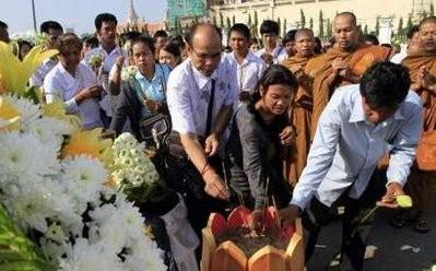 Bùi ngùi lễ tưởng niệm nạn nhân chết vì giẫm đạp ảnh 2