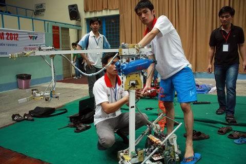 Sửa chữa điểu chỉnh lại robot