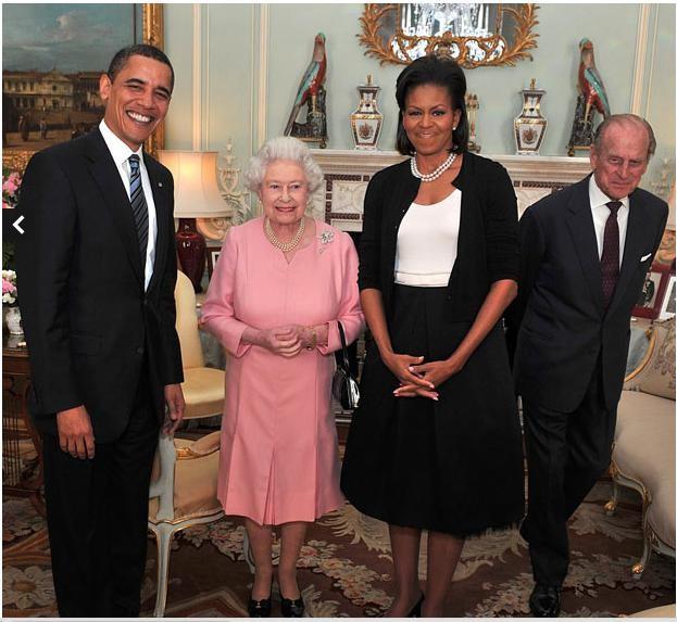 Ngày 1 tháng 4 năm 2009: Tổng thống Mỹ Obama cùng phu nhân gặp gỡ nữ hoàng Anh Elizbeth II tại điện Beckingham, London, Anh