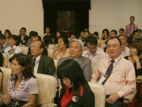 Nhiều doanh nhân có mặt tại hội nghị