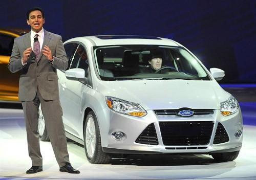 Thành viên ban giám đốc Ford Mark Fields giới thiệu mẫu xe điện Ford C-MAX