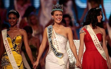 Giây phút đăng quang của Tân hoa hậu Thế giới ảnh 10