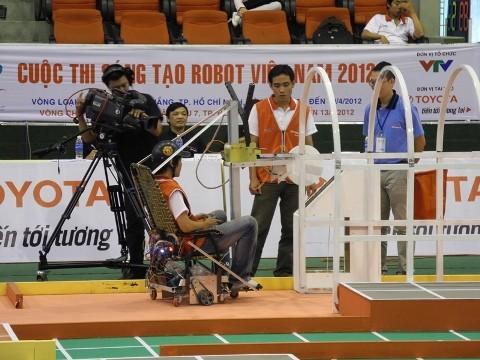 Không bất ngờ vòng loại Robocon 2012 phía Nam ảnh 3