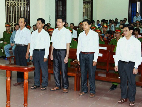 Năm cựu quan chức huyện Tiên Lãng và xã Vinh Quang tại phiên phúc thẩm hôm qua