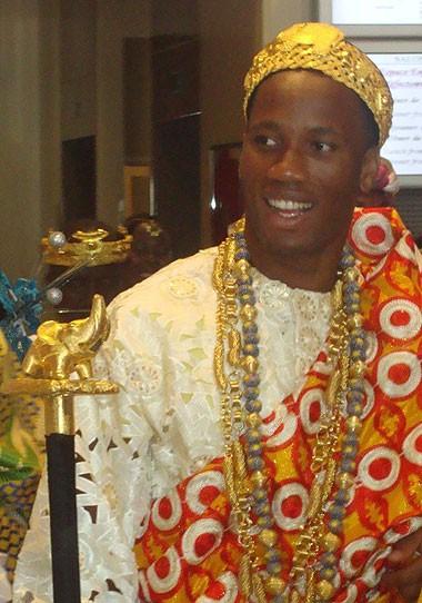 Drogba đeo đầy vàng trong đám cưới ảnh 2