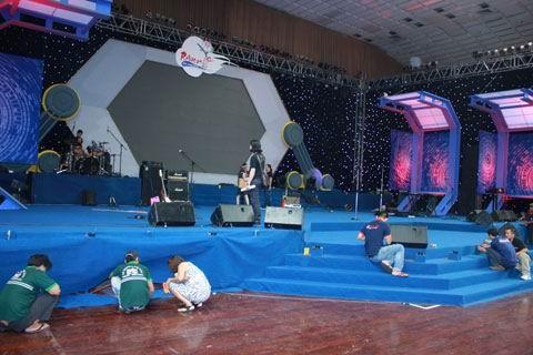 Sân khấu đã sẵn sàng cho đêm Rock và khai mạc