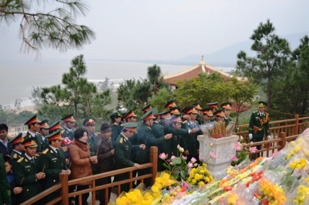Rất đông người tới viếng mộ Đại tướng trong ngày đầu năm 2014