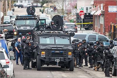Đội SWAT trên đường phố Watertown