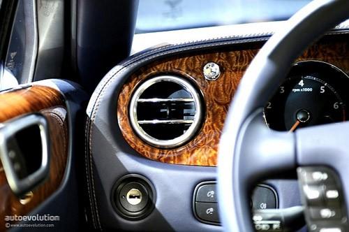 """Bentley mang """"hàng hiệu"""" tới triển lãm Detroit ảnh 21"""