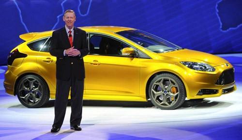 Chủ tịch kiêm CEO Ford Alan Mulally giới thiệu mẫu Ford Focus ST