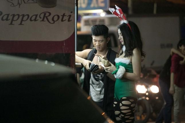 Song song với việc tập trung cho điện ảnh, nữ diễn viên xinh đẹp còn có nhiều dự định ''lấn sân'' âm nhạc. Với sự hỗ trợ về chuyên môn từ bạn trai, cô được tư vấn về thanh nhạc và vũ đạo. Lương Bằng Quang hứa hẹn sẽ cho ra mắt sản phẩm âm nhạc đánh dấu bước chuyển mình sang lĩnh vực ca hát của Trương Nhi. Bài viết: http://news.zing.vn/Truong-Nhi-dien-tat-rach-xuong-pho-cung-ban-trai-post380249.html#category_featured.noibat Nguồn Zing News