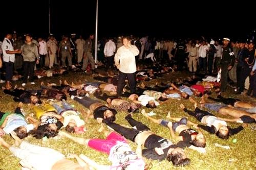 Không khí tang tóc bao trùm khi xác các nạn nhân được tập trung lại