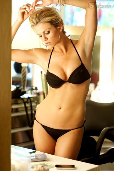 Siêu mẫu áo tắm khoe ngực bự, eo thon ảnh 6