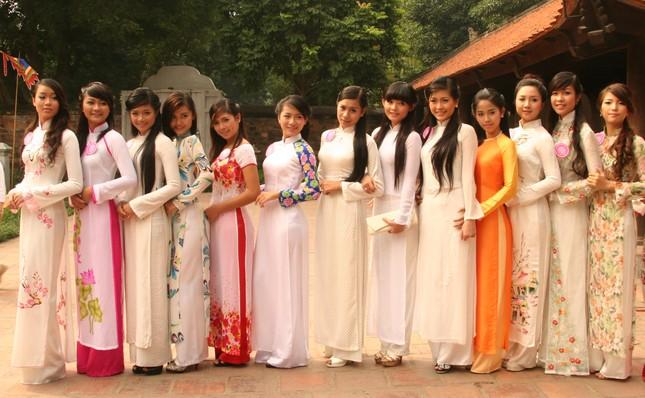 Lần đầu tiên 20 thí sinh vòng Chung kết Miss Teen cùng nhau diện áo dài chụp ảnh