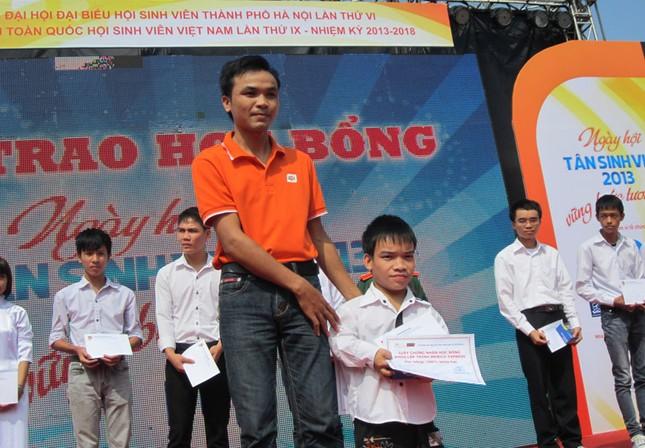 Đặc biệt có chàng trai Ma Văn Tụ vươn lên trong học tập và thi đỗ 2 trường đai học năm nay