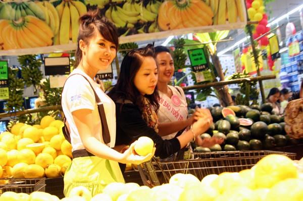 Đi chợ cùng Xuân Mai và 20 Miss Teen ảnh 6