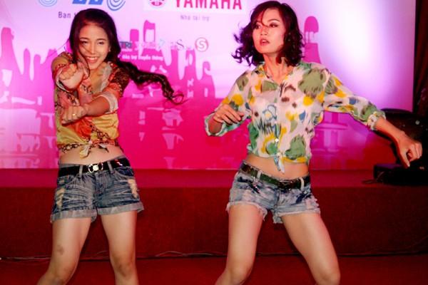 Nguyễn Thị Vi Trang, Bùi Hồng Trang Vân mang phong cách trẻ trung, sôi động tới đêm tiệc