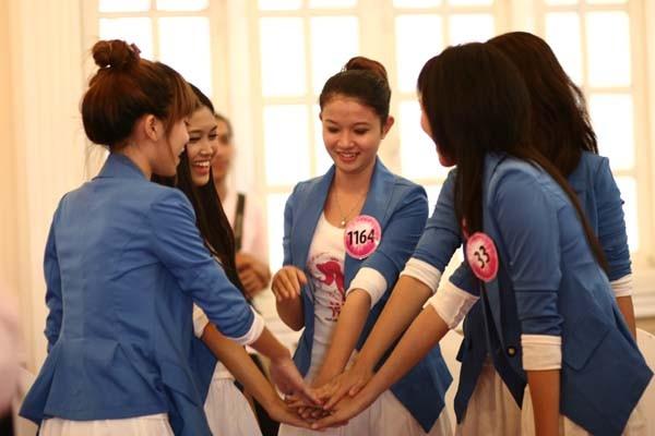 20 Miss Teen học cách làm duyên với đôi tay ảnh 11