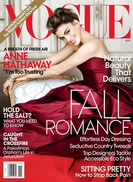 Gương mặt nữ diễn viên xinh đẹp Anne Hathaway trên trang bìa tạp chí Vogue, nhiếp ảnh gia Maria Testino