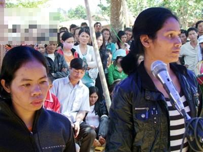 Các bị cáo tại phiên tòa xét xử lưu động ở xã Đắk R'măng, huyện Đắk G'long