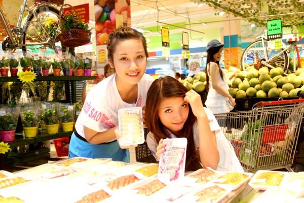 Đi chợ cùng Xuân Mai và 20 Miss Teen ảnh 13