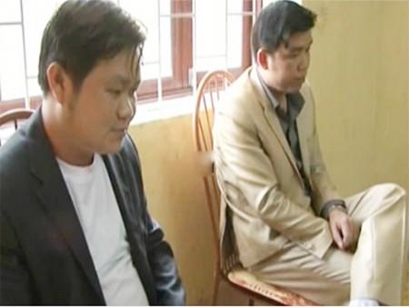 Hai đối tượng Tạ Quang Phú và Vũ Ngọc Thuyển tại cơ quan điều tra