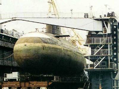 Một tàu ngầm lớp Kilo 636 trên công trường
