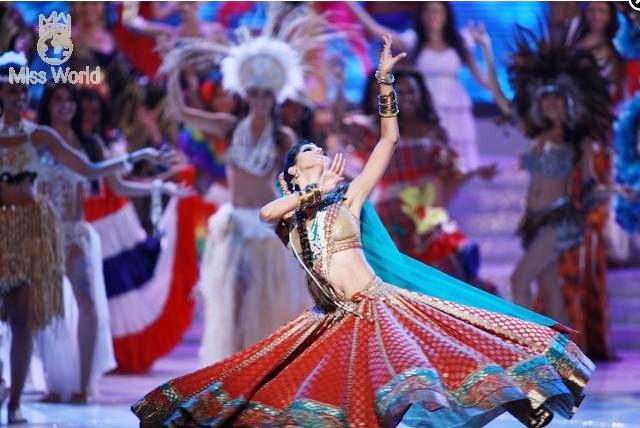 Các thí sinh trong trang phục dân tộc khai mạc Miss World 2010 ảnh 2