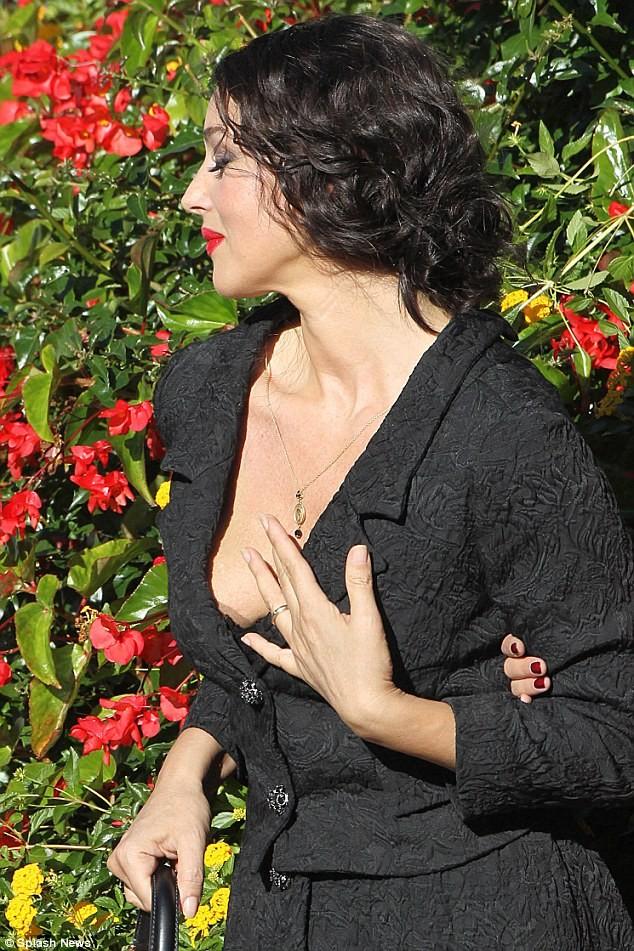Monica Bellucci làm vơ-đét trong quảng cáo của D&G ảnh 7