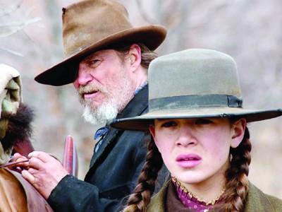 Hailee Steinfeld xuất sắc trong vai thiếu nữ báo thù