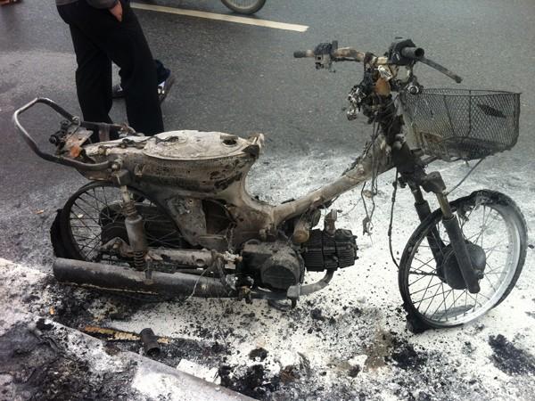 Chiếc xe Dream bị bốc cháy sáng 27-11