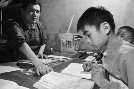 Em Phùng Văn Long (lớp 4B, TH Nam Phương Tiến A) là học sinh có chữ viết đẹp nhất ở lớp, Long nói: