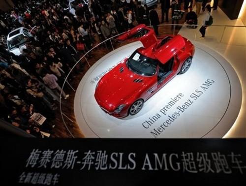 Mercedes-Benz SLS AMG tỏa sáng tại Bắc Kinh, thủ đô Trung Quốc trong tháng 4 năm nay