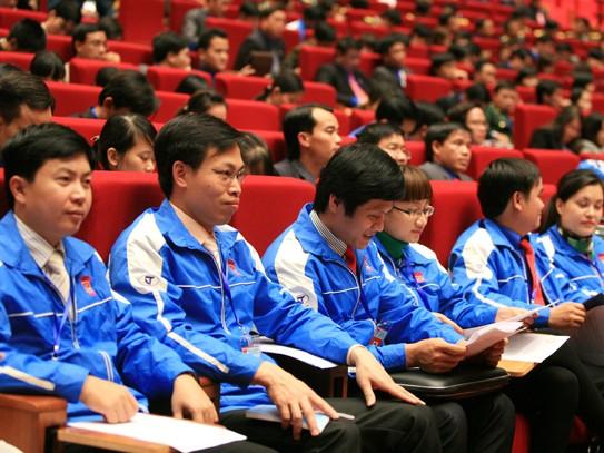 Các đại biểu theo dõi các tham luận được trình bày tại Đại hội