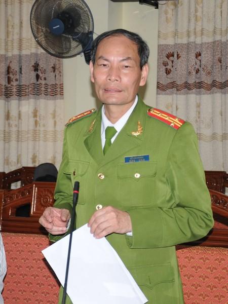 Đại tá Đỗ Văn Hoành – Phó Giám đốc Công an tỉnh Vĩnh Phúc trao đổi với báo chí chiều 18-3. Ảnh: Tuấn Nguyễn