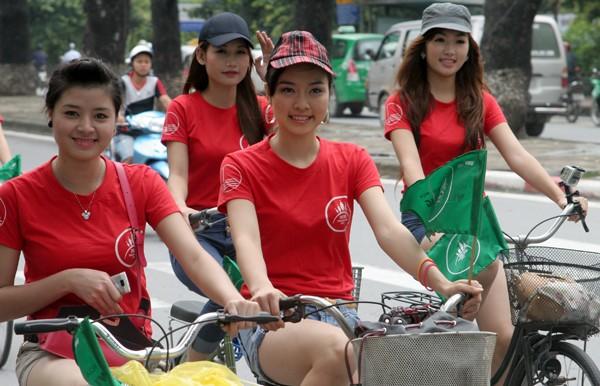 Ngắm nữ sinh Imiss Thăng Long đạp xe vì môi trường ảnh 11