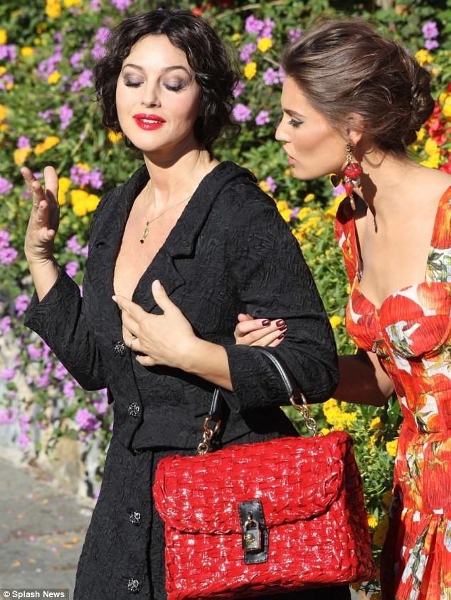 Monica Bellucci làm vơ-đét trong quảng cáo của D&G ảnh 8