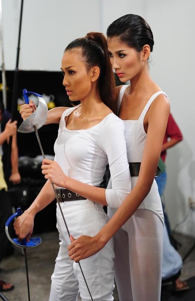 Thí sinh Top Model 'diễn' cùng sao Việt ảnh 7