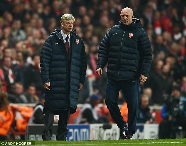 Vẻ thất vọng của HLV Wenger bên phía Arsenal