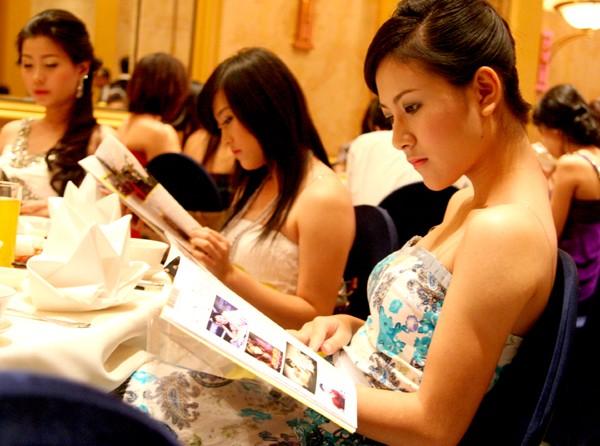 Góp thêm sự duyên dáng, lộng lẫy cảu lễ trao xe cho các Miss Cuxi là sự tham dự của nhiều bạn Miss Teen: Phan Ngọc Anh