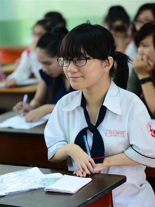 Trần Ái Vân trong phòng làm thủ tục dự thi vào Trường ĐH Luật TP.HCM sáng 3-7