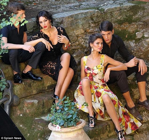 Monica Bellucci làm vơ-đét trong quảng cáo của D&G ảnh 5