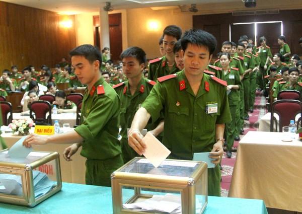 Bỏ phiếu bầu cử tại đại hội