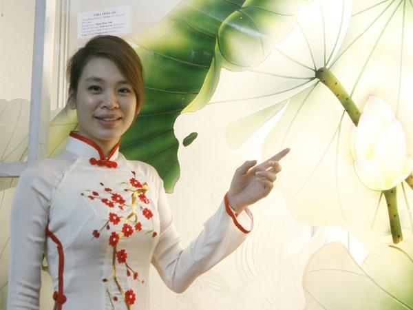Giới thiệu sản phẩm hoa sen trên chất liệu kính