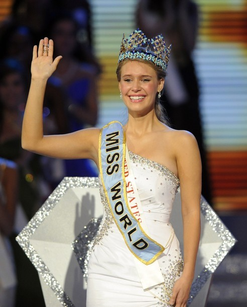 Giây phút đăng quang của Tân hoa hậu Thế giới ảnh 9