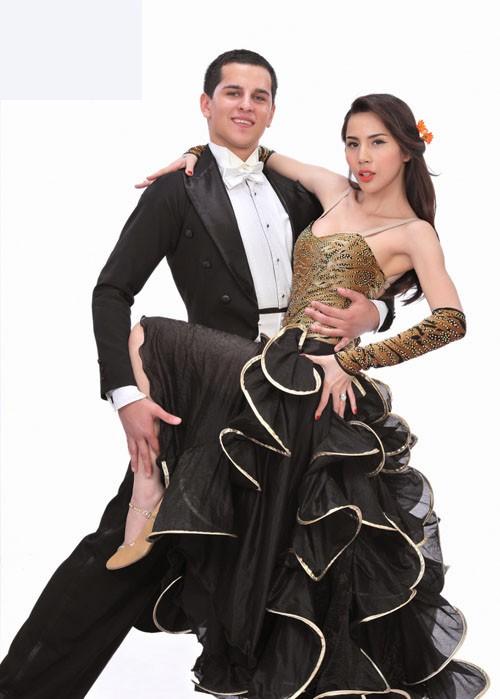 Sao Bước nhảy Hoàn vũ 2011 khoe dáng đẹp ảnh 4